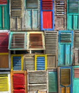 Volets en bois colorés